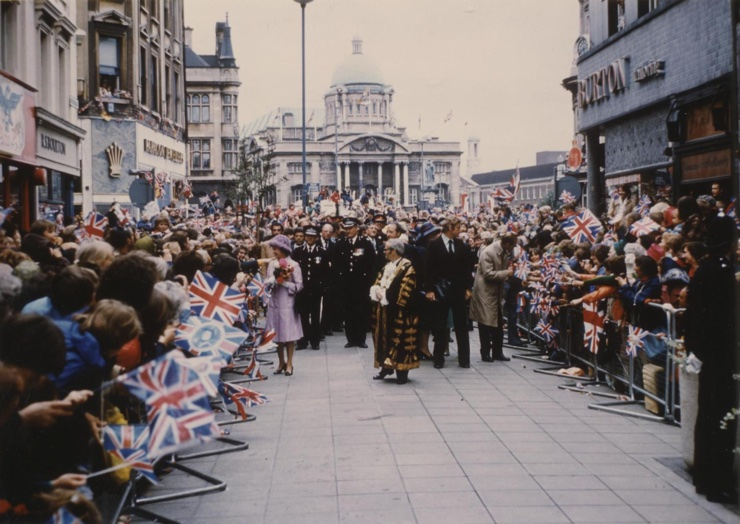 Vintage photo of the Queen in Hull, 1977
